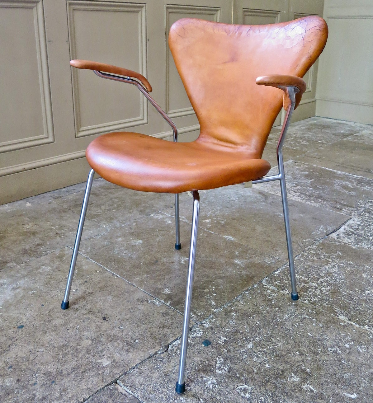 Series 7 Leather armchair Arne jacobsen for Fritz Hansen 1950's